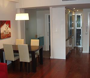 Salón de unos de los pisos. (Foto: ELMUNDO.ES)