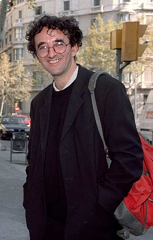 El escritor Roberto Bolaño, en una imagen de archivo. (Foto: EFE)