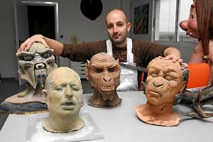 Diversas figuras de rostros; algunas de ellas utilizadas por Teatro Corsario. (Foto: JM LOSTAU)
