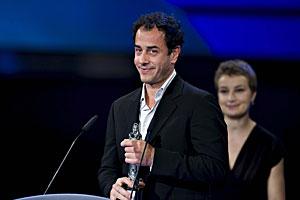 Garrone, con su premio a mejor director por 'Gomorra'. (Foto: EFE)