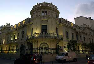 Aspecto del exterior de la sede de la Sociedad General de Autores y Editores (SGAE), en Madrid. (Foto: EFE)
