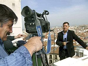"""Gervasio Sánchez, durante el rodaje del documental """"Cronistas del planeta"""", producido por la Asociación de la Prensa de Segovia. (Foto: EFE)"""