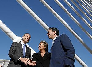El presidente de la Generalitat y la alcaldesa de Valencia junto al arquitecto Santiago Calatrava. (Foto: José Cuéllar)