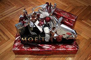 La cesta que ha enviado la Cámara de Comercio a sus miembros. (Foto: Diego Sinova)