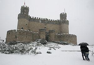 El Castillo de Manzanares el Real, completamente nevado. (Foto: Jaime Villanueva)
