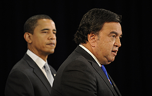 Richardson, durante una conferencia de prensa junto al presidente electo Barack Obama. (Foto: AFP)