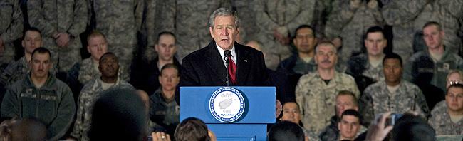 Bush, en su discurso ante las tropas en Afganistán. (Foto: AP)