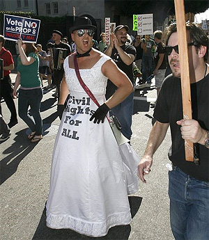 Homosexuales de EEUU se manifiestan en California para pedir el fin de la 'Propuesta 8'. (Foto: AP)
