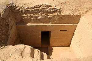 Una de las tumbas descubiertas en el complejo funerario de Saqara. (Foto: EFE)