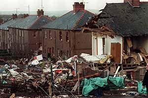 Foto de archivo de 1988. Parte del fusilaje del avión cayó en la localidad escocesa. (Foto: AFP)