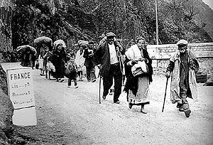 Miles de ancianos y niños cruzan la frontera en 1939. (Foto: Archivo)