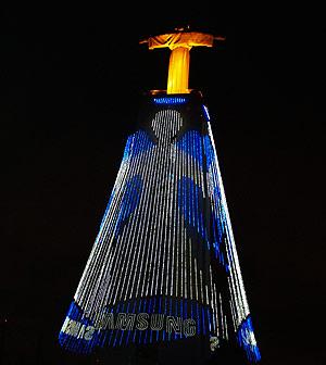 El Cristo Rei, iluminado con el patrocinio de Samsumg. (Foto: V.L.)