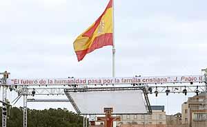 Todo está listo en la Plaza de Colón para celebrar la 'Misa de las Familias'. (Foto: EFE)