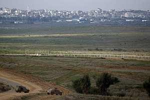 Blindados israelíes en el borde de la Franja de Gaza. (Foto: AFP)