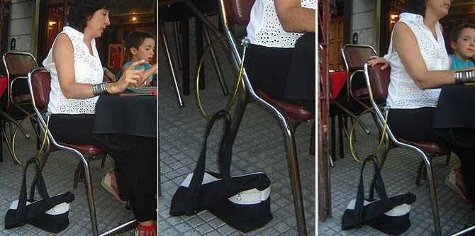 Método en los restaurantes argentinos para evitar el robo a sus clientes. Foto: (J. Irigay)