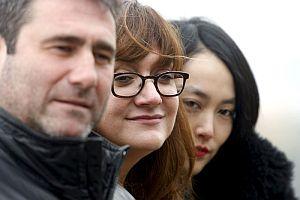 Isabel Coixet (c), con los actores protagonistas, Sergi López y Rinko Kikuchi. (Foto: EFE)