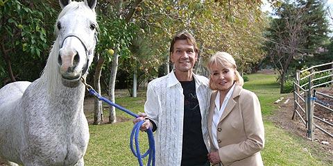 Patrick Swayze, con la presentadora Barbara Walters. (Foto: AP)