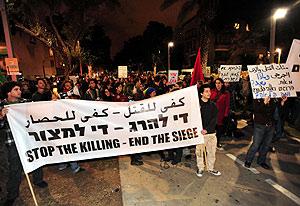 Protesta de pacifistas israelíes en Tel Aviv contra la agresión y el bloqueo a Gaza. (Foto: AFP)