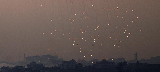 Fuego de artillería sobre Beit Lahia, en el norte de Gaza, este sábado. (Foto: AFP)