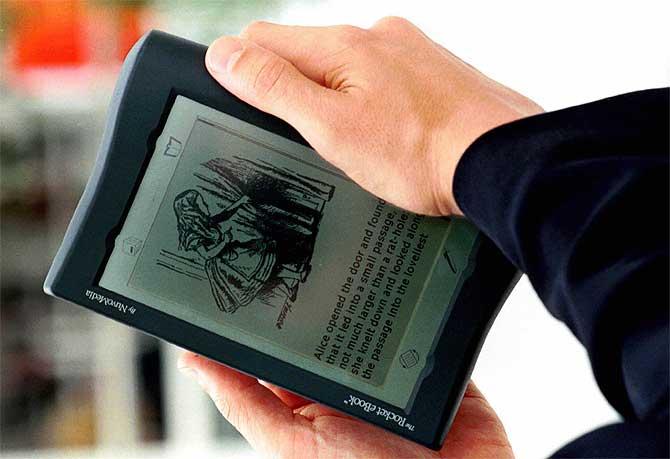 El primer libro electrónico: 'The Rocket Book' (1998). (Foto: REUTER)