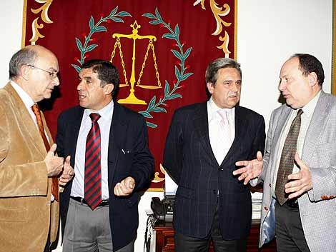 Los representantes de las cuatro asociaciones de jueces. (Foto: EFE)