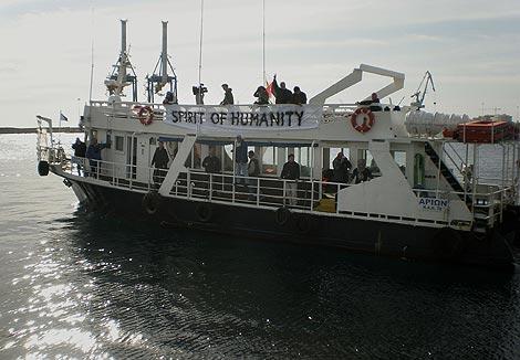 El 'Espíritu de la Humanidad' zarpa del puerto chipriota de Larnaca. (AP)