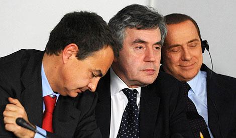 Zapatero, Brown y Berlusconi en la cumbre. (Foto: Ap)