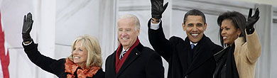 Los Biden y los Obama, en Washington. (Foto: AP)