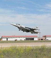 Un Mirage F-1 despegando.