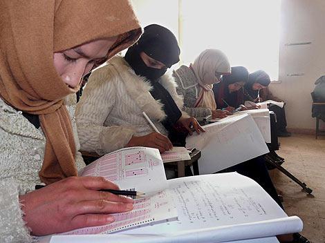 Niñas afganas asisten a clase gracias a Unicef. (Foto: EFE)