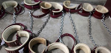 Cadenas para los pies de los presos usadas en la cárcel militar. (Reuters)