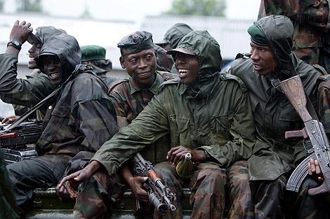 Soldados rebeldes poco antes de la detención Nkunda. | AP