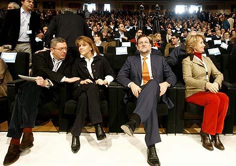 En primera fila en el Foro, Ruiz Gallardon, De Cospedal, Rajoy y Aguirre. |A. Di Lolli