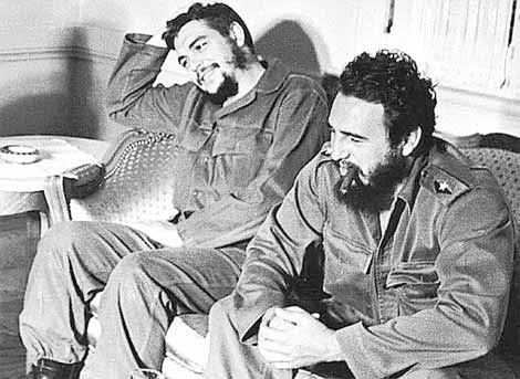 Ernesto 'Che' Guevara y Fidel Castro en los años 60. | Foto: Ed. Celeste