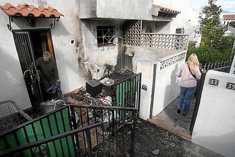 Los vecinos comprueban el estado de sus chalés en La Nucía | Roberto Pérez