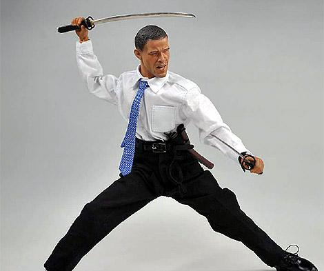 El nuevo muñeco de Obama con su espada samurái.