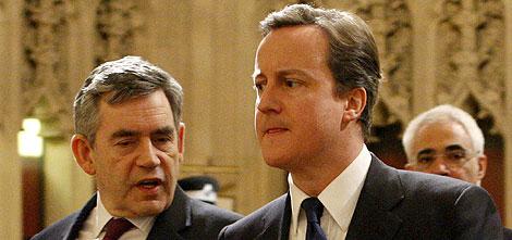 Brown y Cameron, en el Parlamento.   Reuters