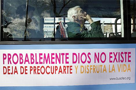 Imagen de la publicidad de los ateos en los autobuses. (Barajas)