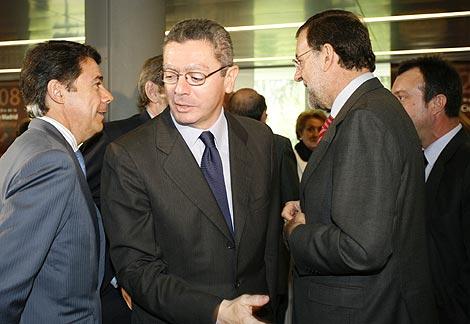 González, Gallardón y Rajoy, en la entrega de las Medallas de la Ciudad de Madrid. | S. González