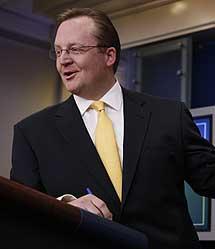 El portavoz de la Casa, Robert Gibbs, en una rueda de prensa.   AP