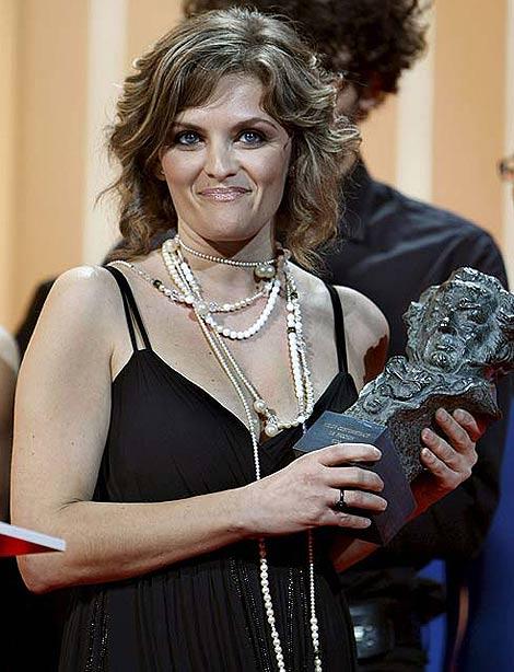 Isabel De Ocampo recoge ayer su Goya por su corto de ficción 'Miente'. (Efe)