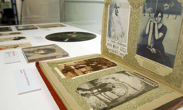 Detalle de la exposición en la Biblioteca Nacional, que sirve de homenaje a la copla. | EFE