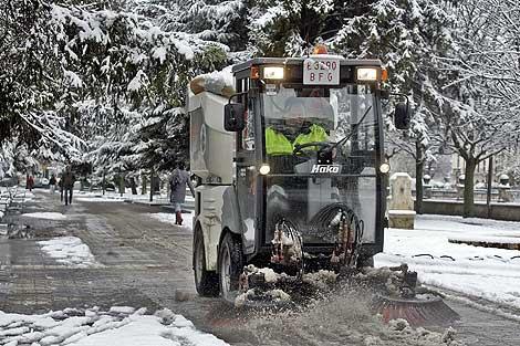 La ciudad de Burgos, cubierta de nieve. | Efe