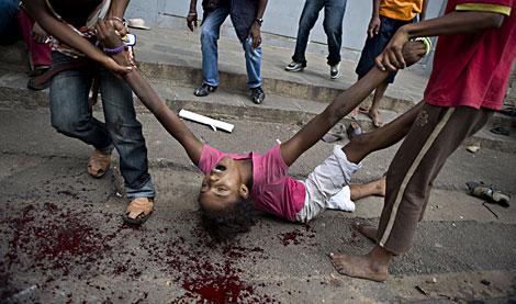 Una mujer fallecida durante la protesta. | AFP