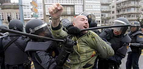 Carlos Morais, dirigente de Nós-UP, durante los altercados.   Efe
