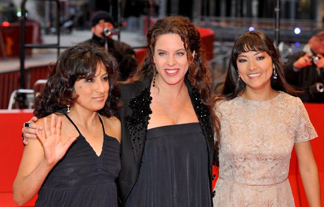 Claudia Llosa, directora, junto a las actrices Magaly Solier (dcha) y Pilar Guerrero (izqda). | Efe