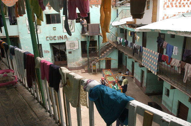 El patio central de la prisión es como el de un edificio de vecinos. | Pedro Laguna