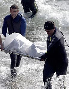 Uno de los cadáveres rescatados. | Efe