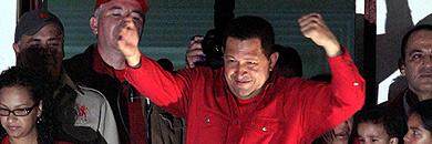 Chávez saluda a la multitud. (AFP)