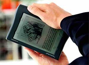 Imagen de un e-book de la feria de Francfort de 1998. | Reuters